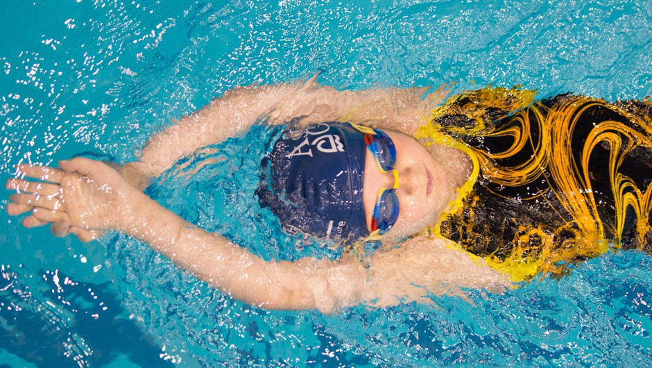 Apply for 2014-2015 Swim for the Future Scholarship
